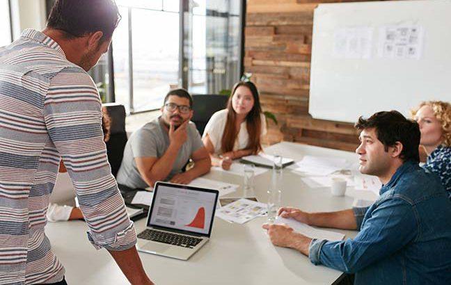 equipe de marketing em reunião